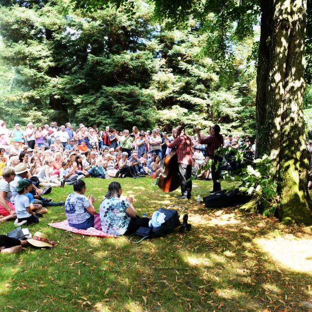 concert-parc-chateau-roche-bagnoles