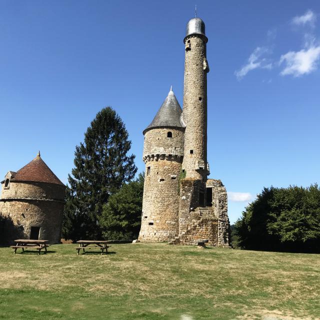 tour-bonvouloir-chateau