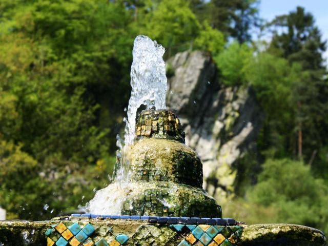 Bagnoles Orne Eau Thermal Fontaine Roc Chien 2