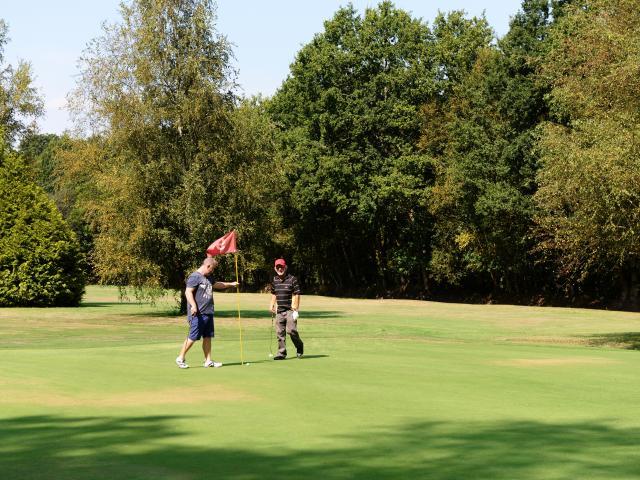 bagnoles-orne-golf-club-green-golfeurs