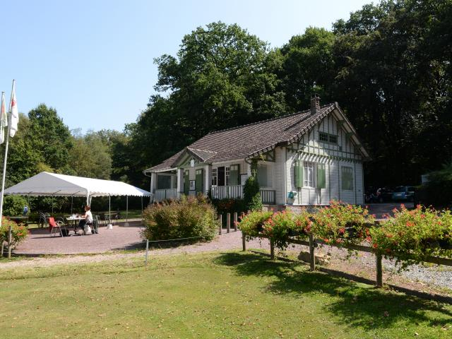 bagnoles-orne-golf-club-house-terrasse-3