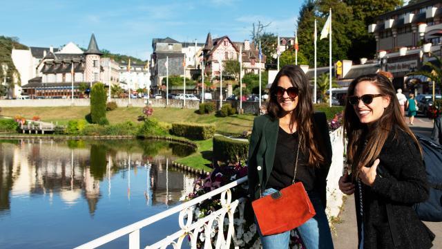bagnoles-orne-lac-femme-jeune-touriste-2