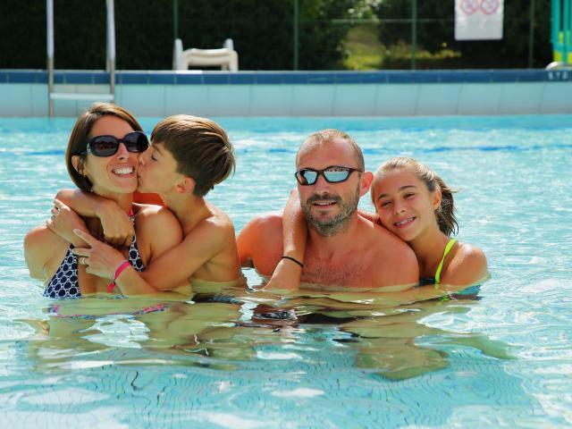 Bagnoles Orne Piscine Famille 1