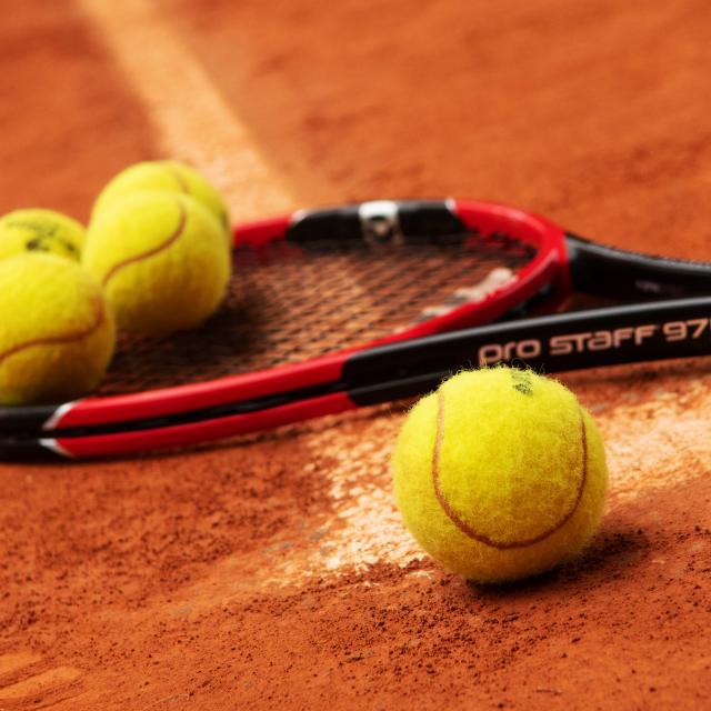 bagnoles-orne-tennis-raquette-balle