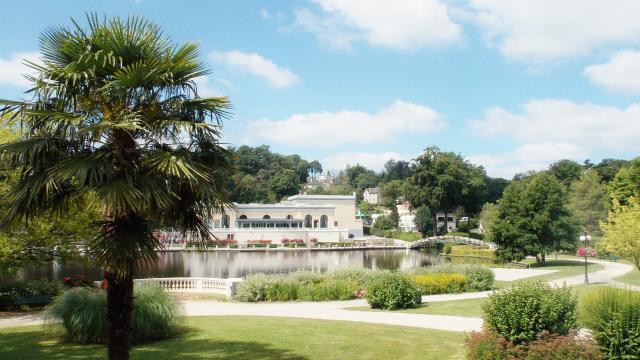 jardins-lac-bagnoles-orne-casino-soleil