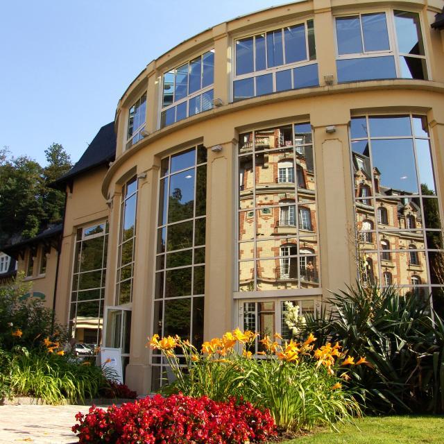 bagnoles-orne-etablissement-thermal-facade