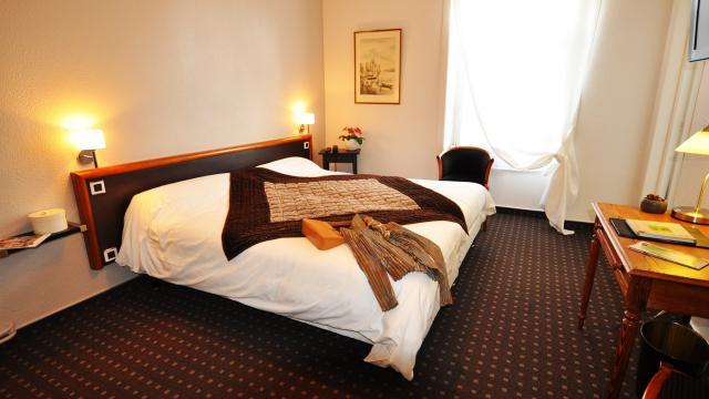 bagnoles-orne-hotel-nouvel-hotel-chambre-scaled.jpg
