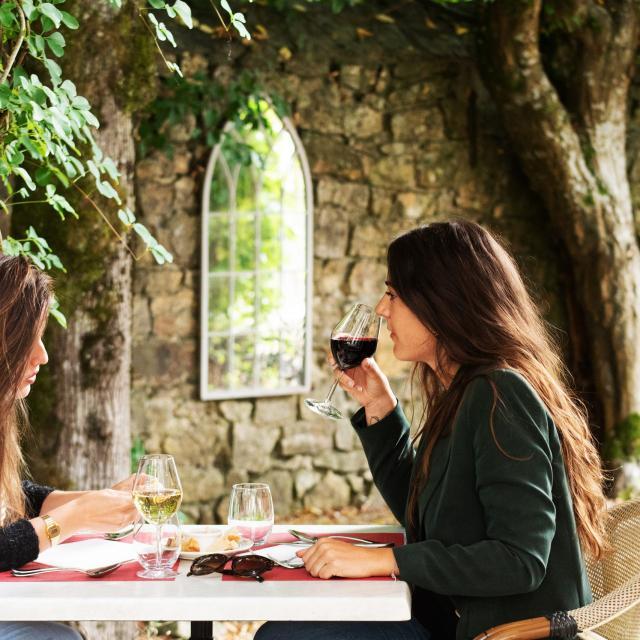 bagnoles-orne-o-gayot-restaurant-copines-terrasse-1-scaled.jpg