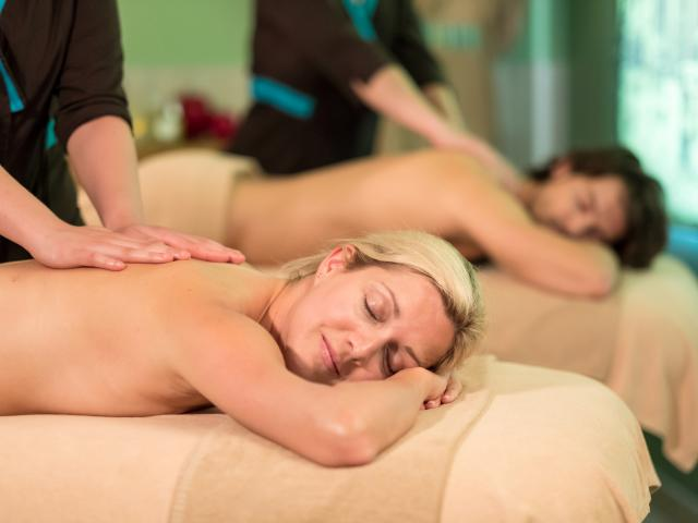 bagnoles-orne-bo-resort-femme-soin-duo-massage.jpg
