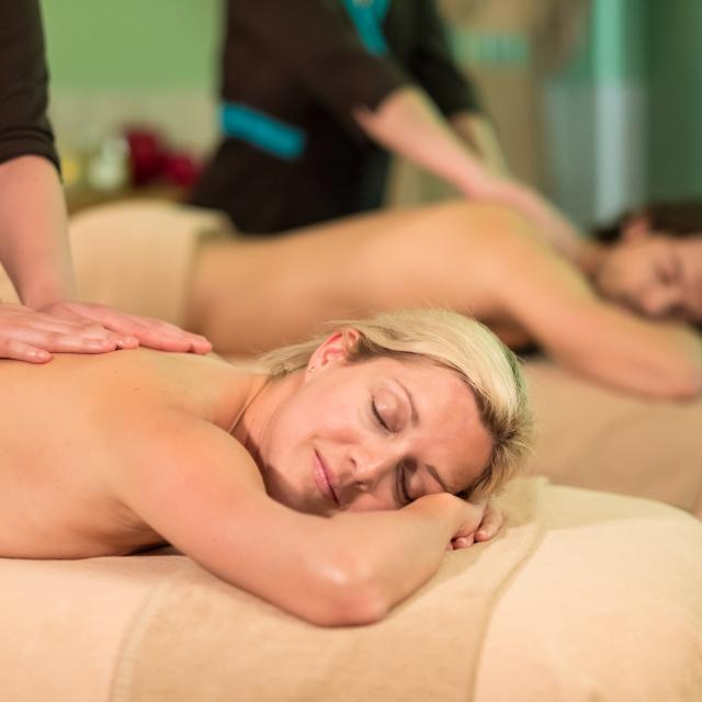 bagnoles-orne-bo-resort-femme-soin-duo-massage.jpg