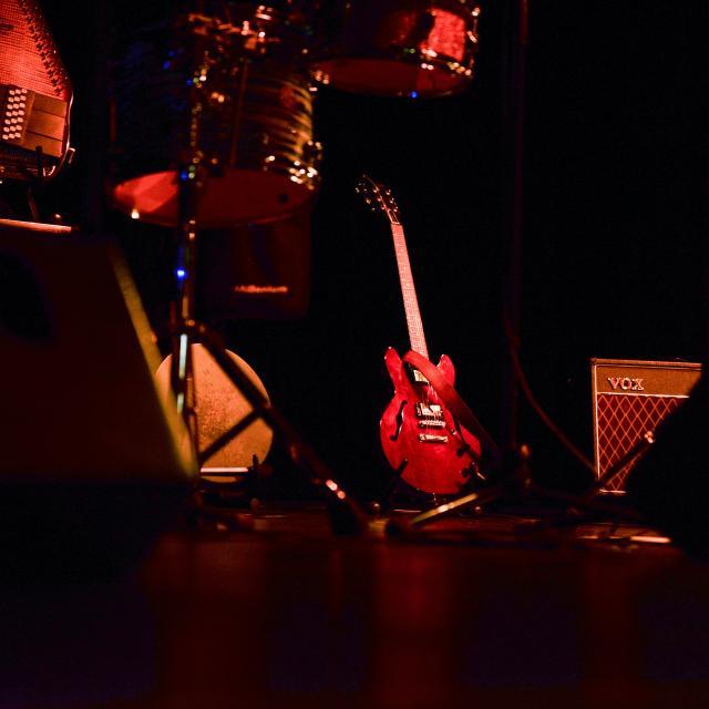 Shougashack-concert-musique-spectacle-guitare-instrument